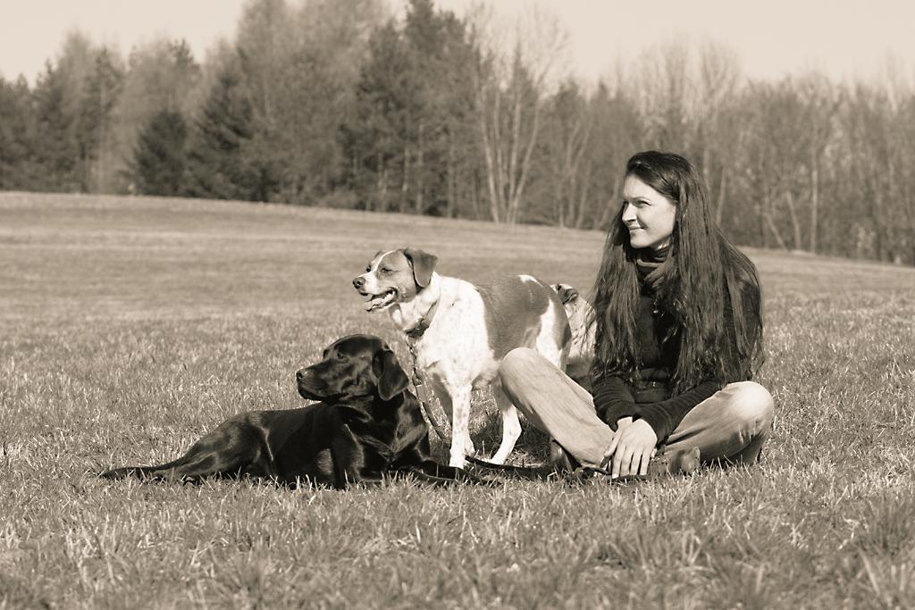 Franzi mit ihren Hunden Schlumpi, Lucie und Puma